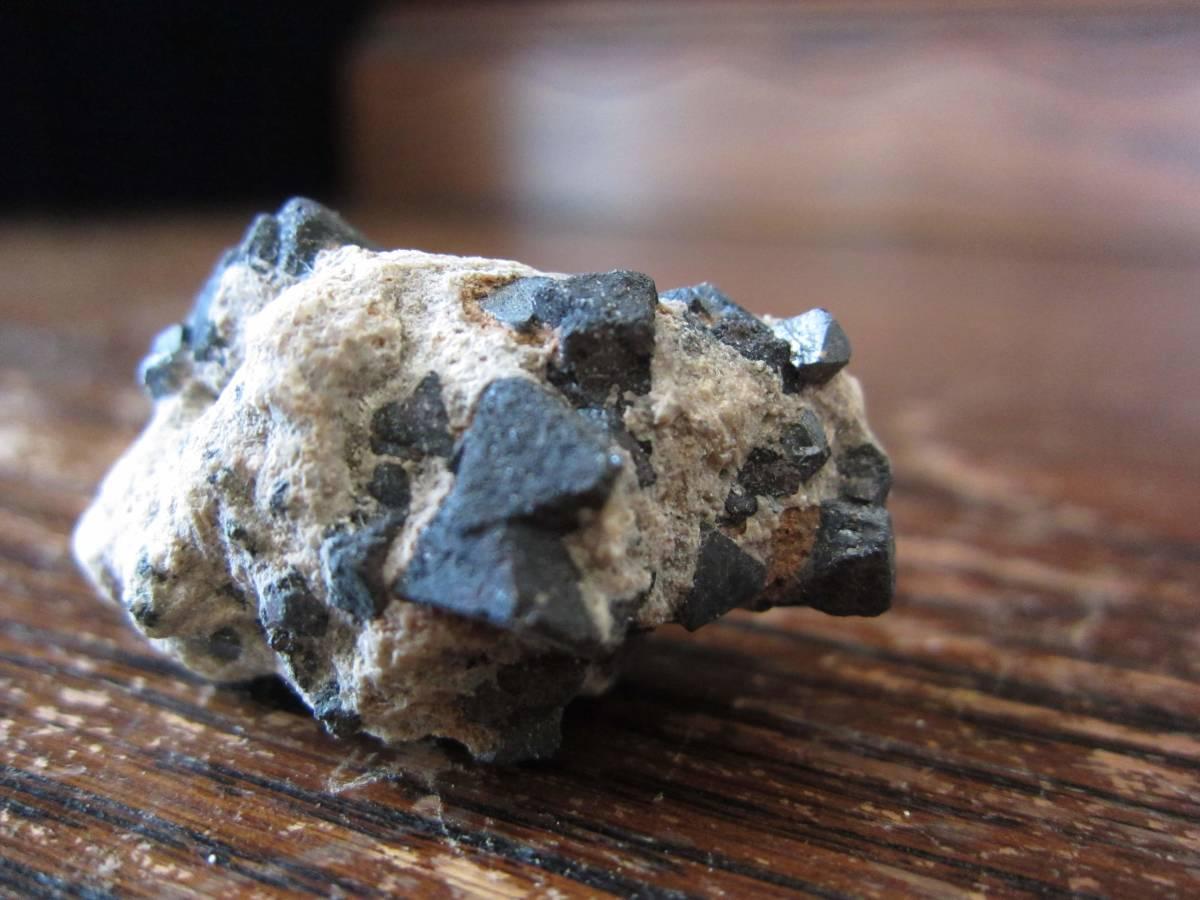 外国産鉱物標本 磁鉄鉱(じてっこう、Magnetite、マグネタイト) 米国 カルフォルニア州産_画像2