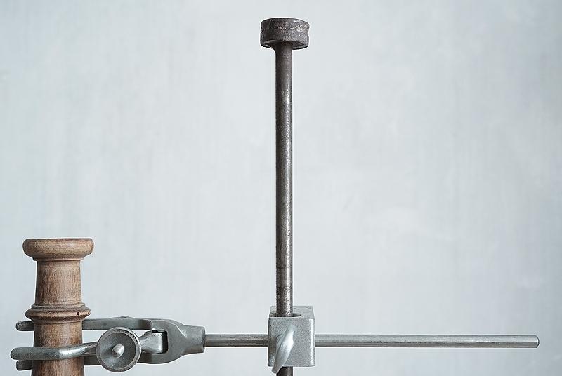 【古い鉄のスタンド 木製部品&クランプ付き 古道具】アンティーク ブロカント ビンテージ インダストリアル インテリア 什器・ディスプレイ_画像7