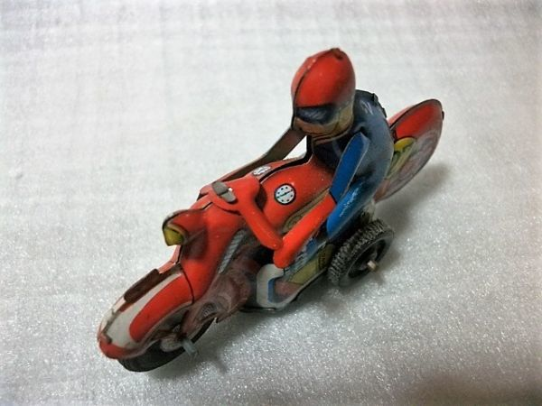 古猫】古いブリキのバイク●ゼンマイ式●91×27×高56㎜●昭和レトロ 輸出用玩具 MADE IN JAPAN 日本製_画像3