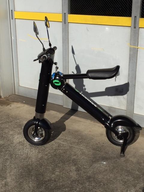 「折りたたみ式 電動バイク EX300 電動スクーター 原付登録可能 ブラック 新品  激安処分品」の画像2