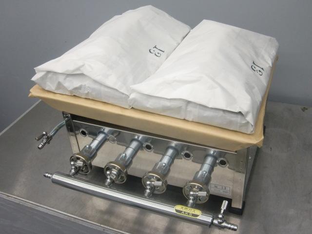 03-1158 AKS 餃子焼器 仕切付 4本バーナー 13号 LP プロパンガス グリラー グリドル ギョーザ焼き器 ふた付 卓上型 ガス式 業務用厨房機器_発送商品はLPガスになります
