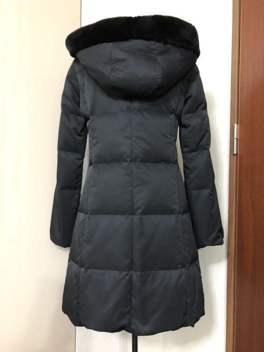 フォクシー ヌートリアファ付きダウンコート 黒 クリーニング済 38ですが、大き目です。_画像3