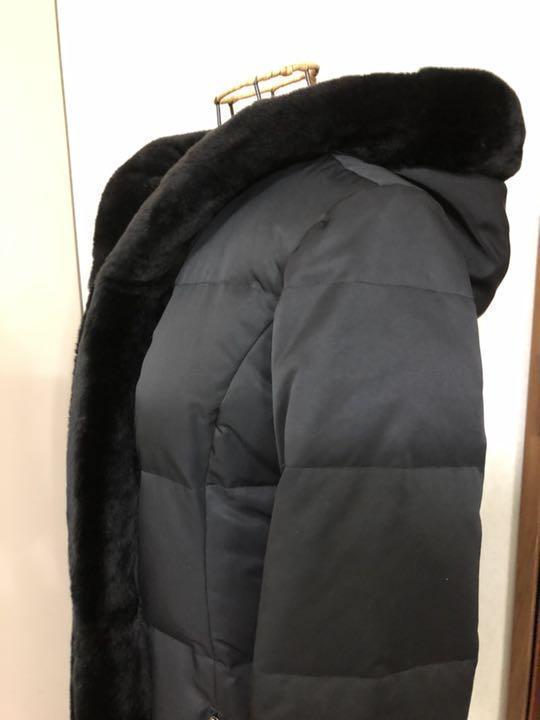 フォクシー ヌートリアファ付きダウンコート 黒 クリーニング済 38ですが、大き目です。_画像2