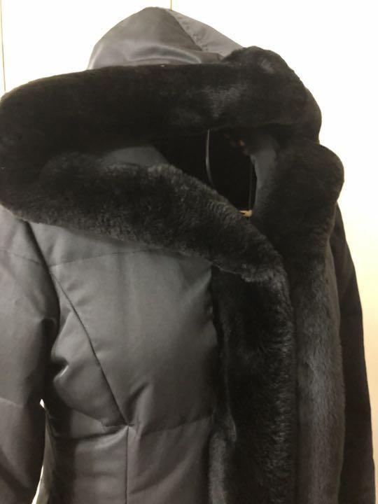 フォクシー ヌートリアファ付きダウンコート 黒 クリーニング済 38ですが、大き目です。_画像4
