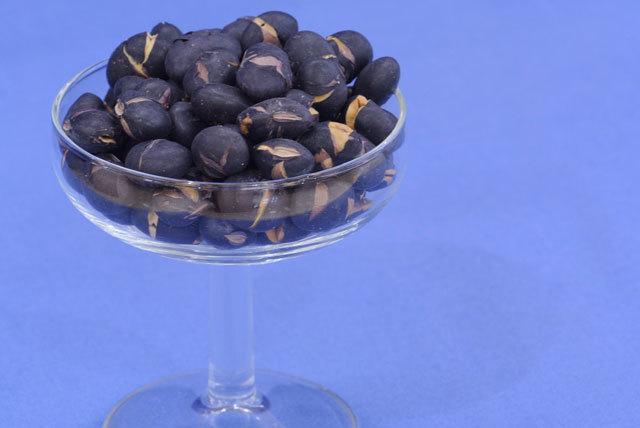 煎り黒豆【送料込】(200g×3p)素焼の黒大豆!パリポリ食べる健康豆♪北海道産黒豆使用~おつまみ煎り豆…_おやつ煎り豆、おつまみに素焼き黒豆を…