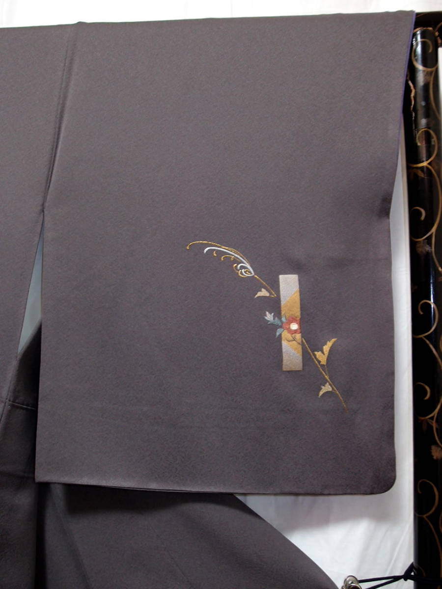 袷 美品 トープ色(灰みの焦茶)日本刺繍 竹屋町刺繍 身丈160cm裄67cm 付け下げ 花短冊 金箔 正絹 やや細身 追加画像あり_画像4