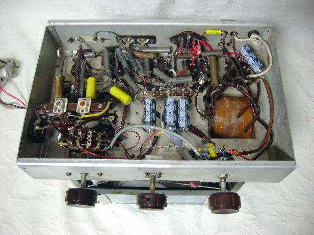 新・電気文化物 復元品 !! 外装自作 メーカー不明 大型ラッパ式 真空管 電気蓄音機_シャシーの内部です