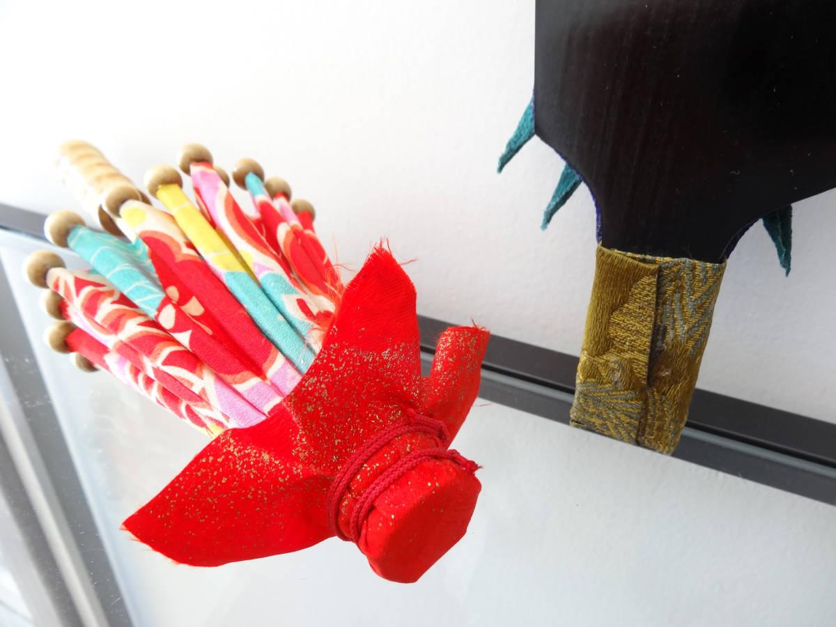 ハンドメイド ミニ和傘+縮緬細工 押絵羽子板 竹製 木製 ディスプレイ 和風 インテリア お正月飾り 踊り 日本舞踊 古布 着物 番傘 ドール傘_画像5