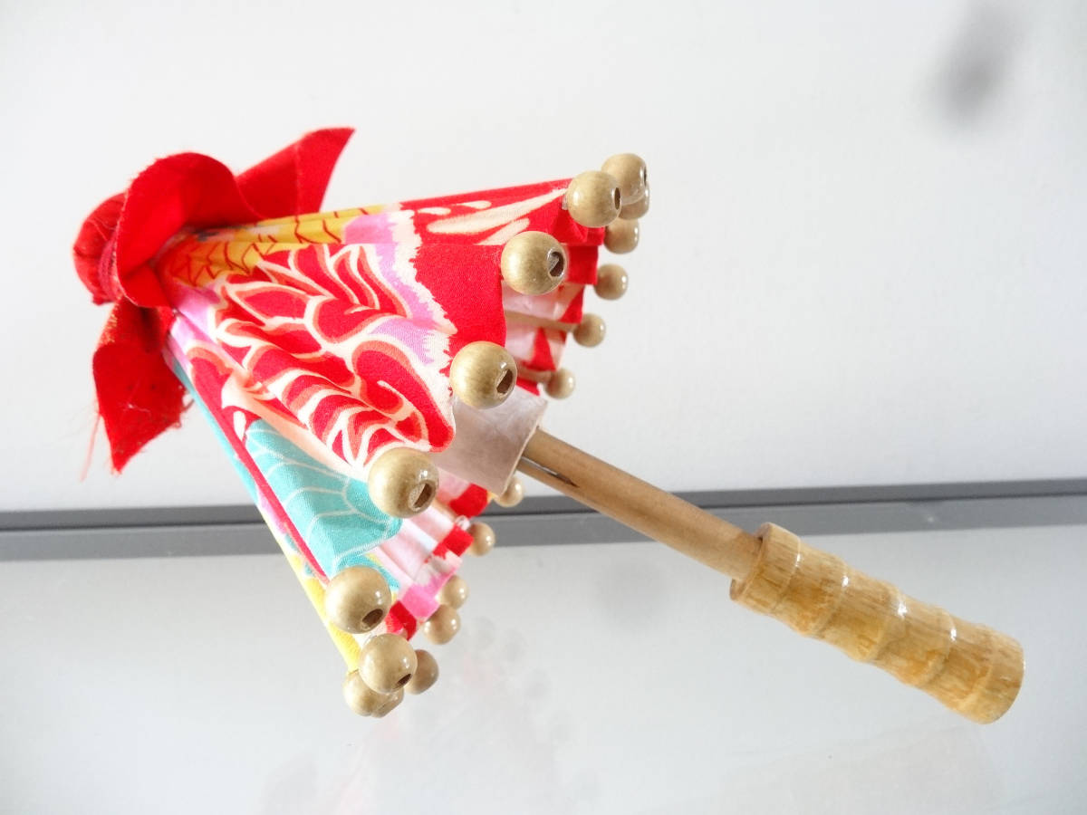 ハンドメイド ミニ和傘+縮緬細工 押絵羽子板 竹製 木製 ディスプレイ 和風 インテリア お正月飾り 踊り 日本舞踊 古布 着物 番傘 ドール傘_画像9