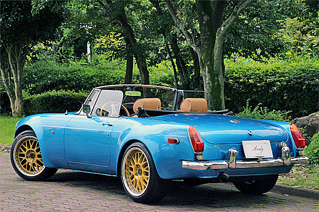 「☆☆1982y・絶版旧車!!MG-B widebody Mk-1 style!!17in-AW&新品タイヤ!!SUツイン&MSD6A!!FRPボンネット!!モトリタステアリング!!検3/10☆☆」の画像3