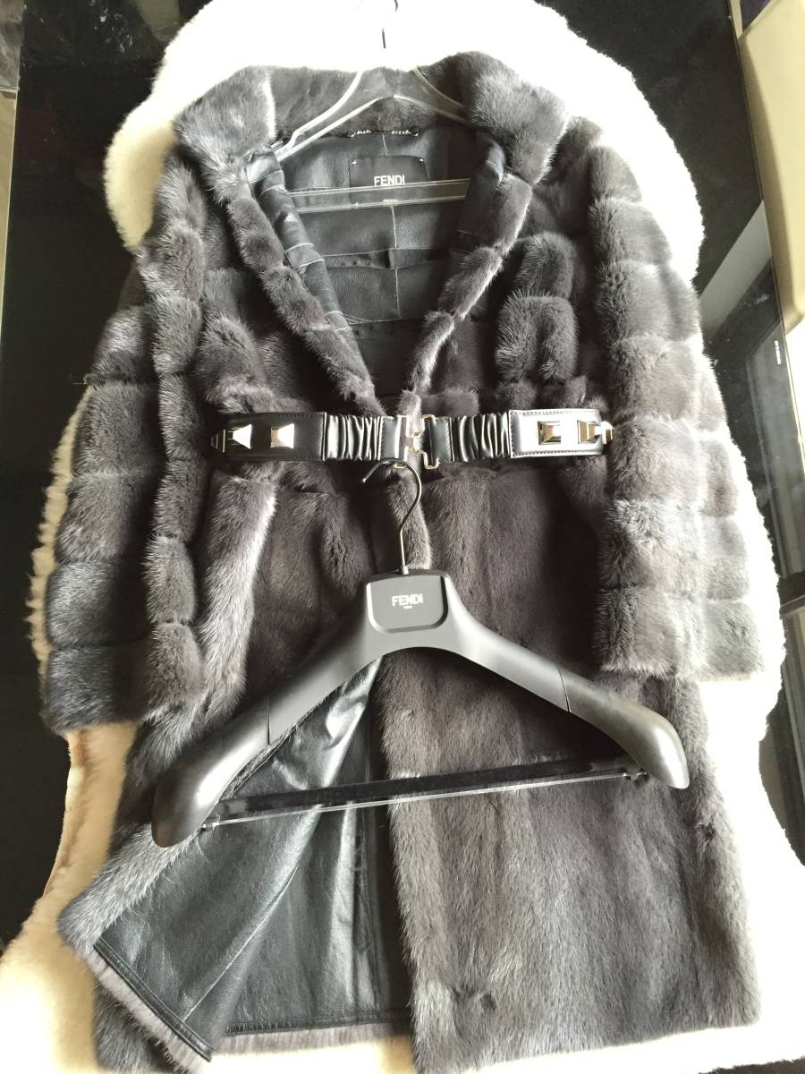 即決 極美品 FENDI フェンディ 最高峰 スタッズ装飾ベルト付 ミンクコート☆40サイズ グレー_画像1