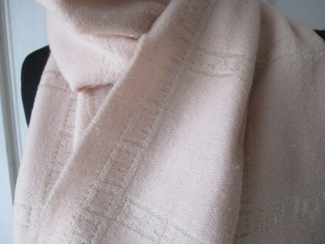 ◆本物 フェンディ 可愛い薄ピンクウールマフラー 美品◆_画像2