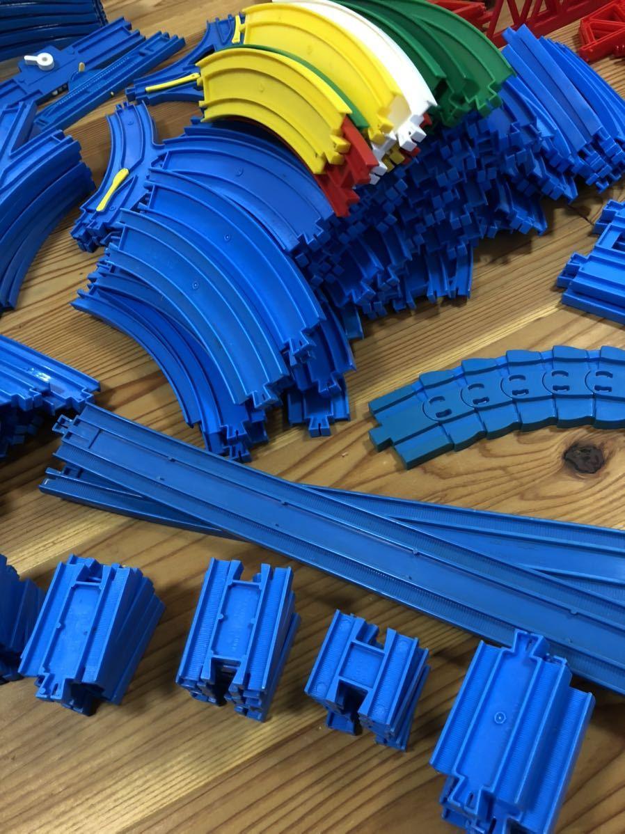 トミカ プラレール まとめて 大量 レール 車体 セット トンネル 駅 車両 坂曲線 専用箱 大量セット_画像3