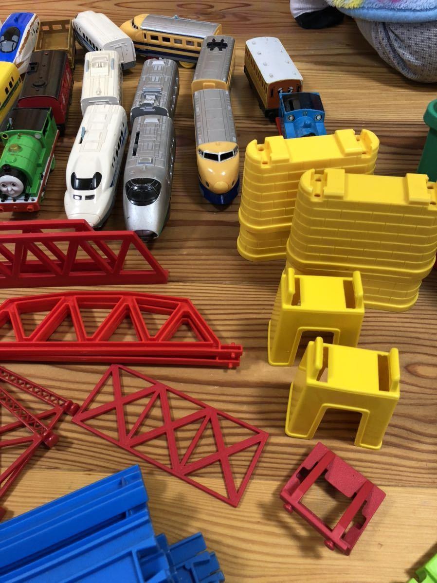 トミカ プラレール まとめて 大量 レール 車体 セット トンネル 駅 車両 坂曲線 専用箱 大量セット_画像9
