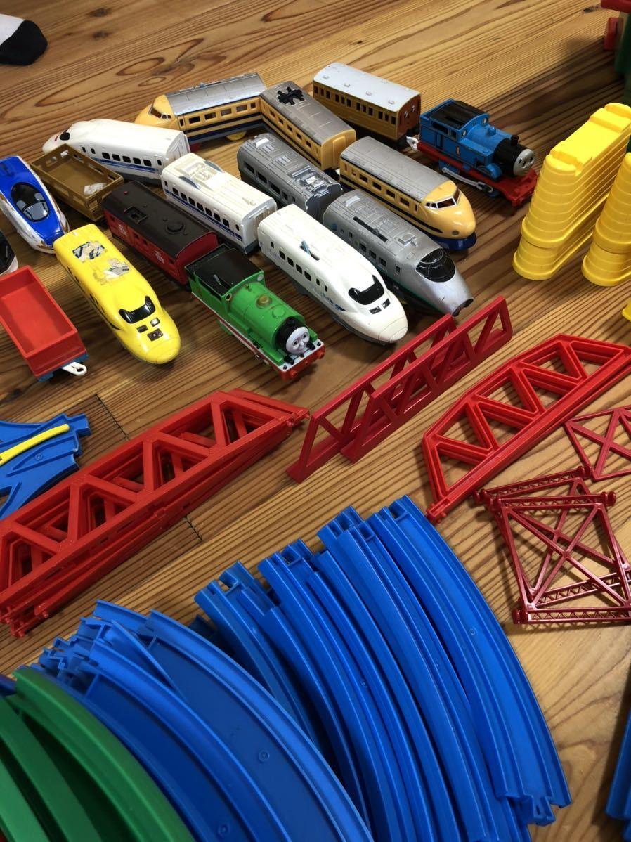 トミカ プラレール まとめて 大量 レール 車体 セット トンネル 駅 車両 坂曲線 専用箱 大量セット_画像5