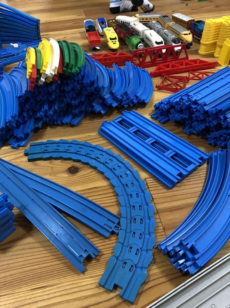 トミカ プラレール まとめて 大量 レール 車体 セット トンネル 駅 車両 坂曲線 専用箱 大量セット_画像4