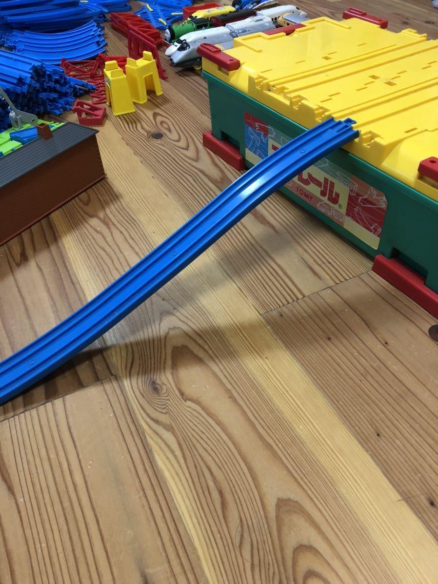 トミカ プラレール まとめて 大量 レール 車体 セット トンネル 駅 車両 坂曲線 専用箱 大量セット_画像10