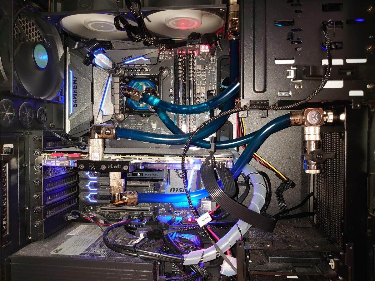 【nguyenngovan22様専用】本格水冷パソコン Core i7 6700k/GTX1080Ti/RAM16GB/SSD480GB/HDD2TB/Blu-rayドライブ/1200W電源_画像2