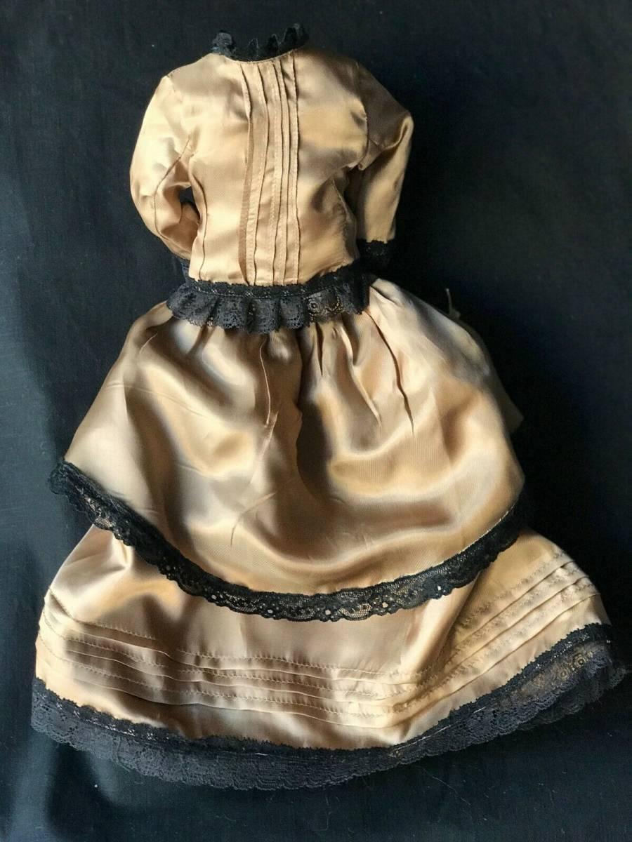 ビスクドール用ドレス 56cmの人形用 アンティークとヴィンテージの生地 イギリスの専門工房 スリムスタイル ファッションドールに最適_画像3