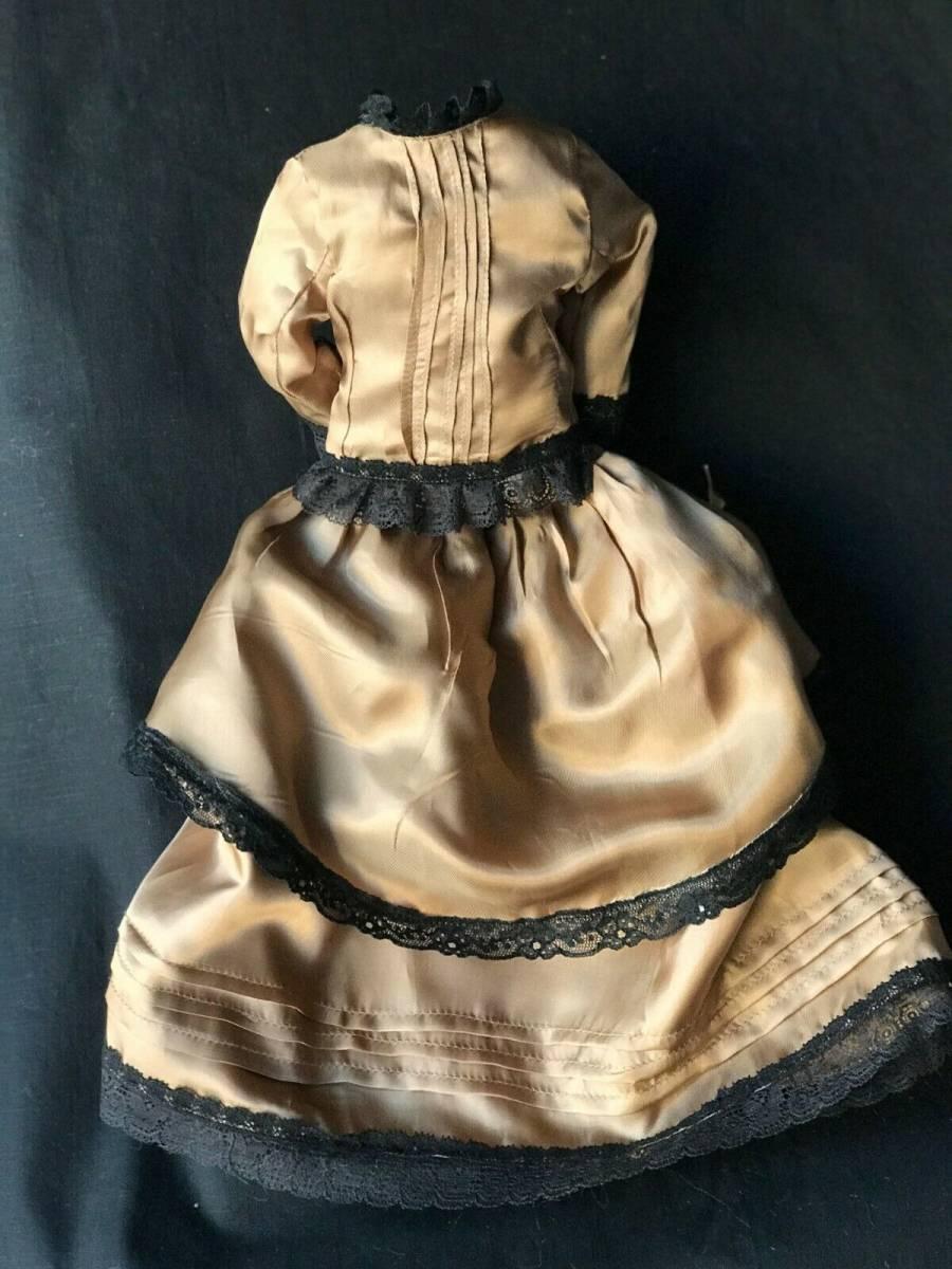 ビスクドール用ドレス 56cmの人形用 アンティークとヴィンテージの生地 イギリスの専門工房 スリムスタイル ファッションドールに最適_画像9