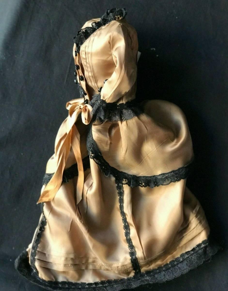 ビスクドール用ドレス 56cmの人形用 アンティークとヴィンテージの生地 イギリスの専門工房 スリムスタイル ファッションドールに最適_画像2