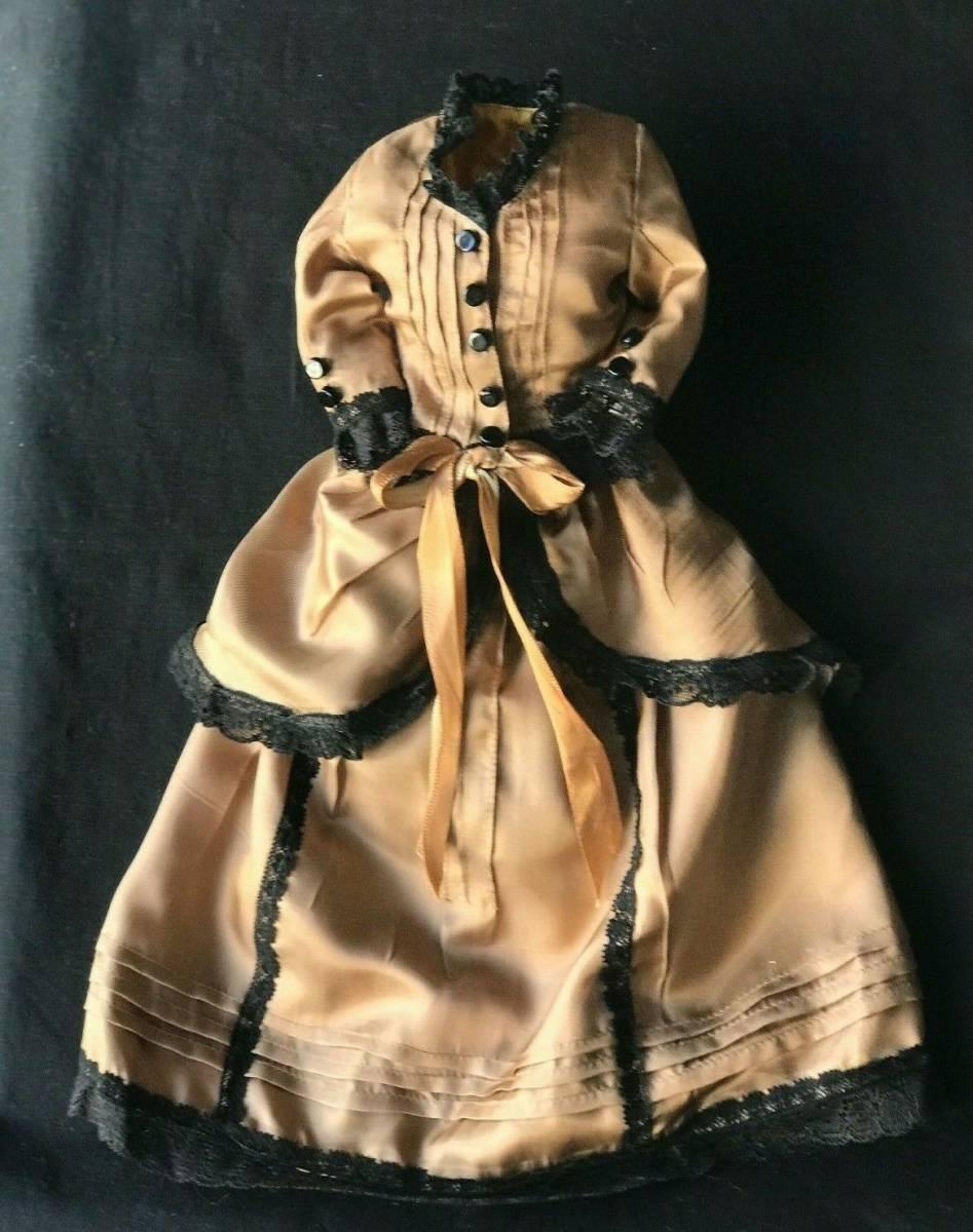 ビスクドール用ドレス 56cmの人形用 アンティークとヴィンテージの生地 イギリスの専門工房 スリムスタイル ファッションドールに最適_画像1