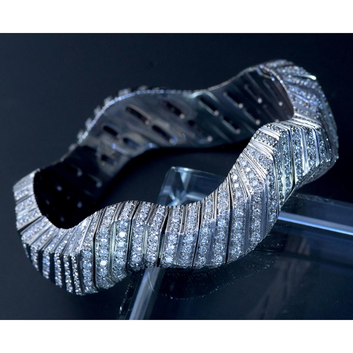 E9797 天然雲上ダイヤモンド7.84ct 最高級18金WG無垢セレブリティビッグバングル 腕周り16.5cm 重量81.94g 幅30.5mm_画像1
