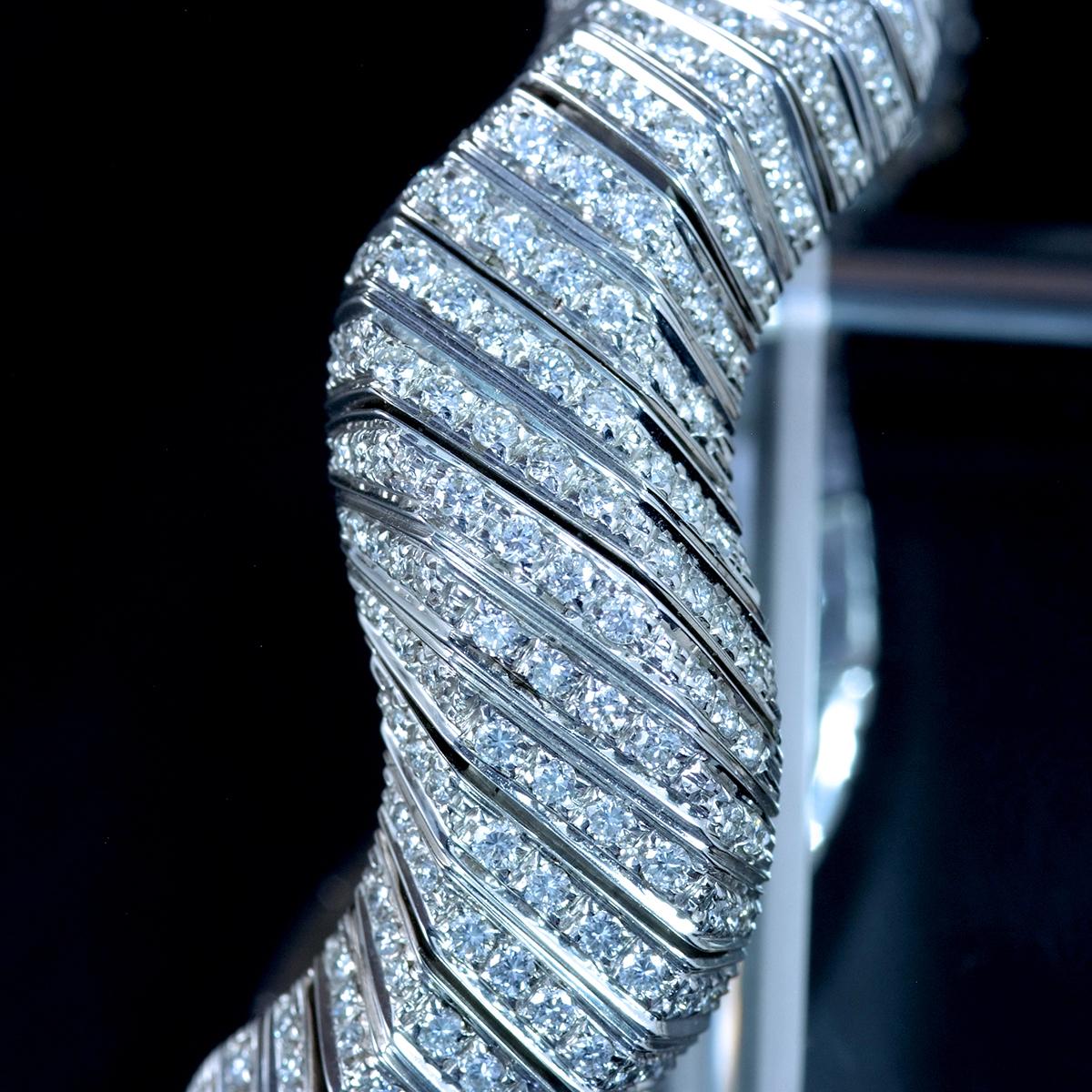 E9797 天然雲上ダイヤモンド7.84ct 最高級18金WG無垢セレブリティビッグバングル 腕周り16.5cm 重量81.94g 幅30.5mm_画像4