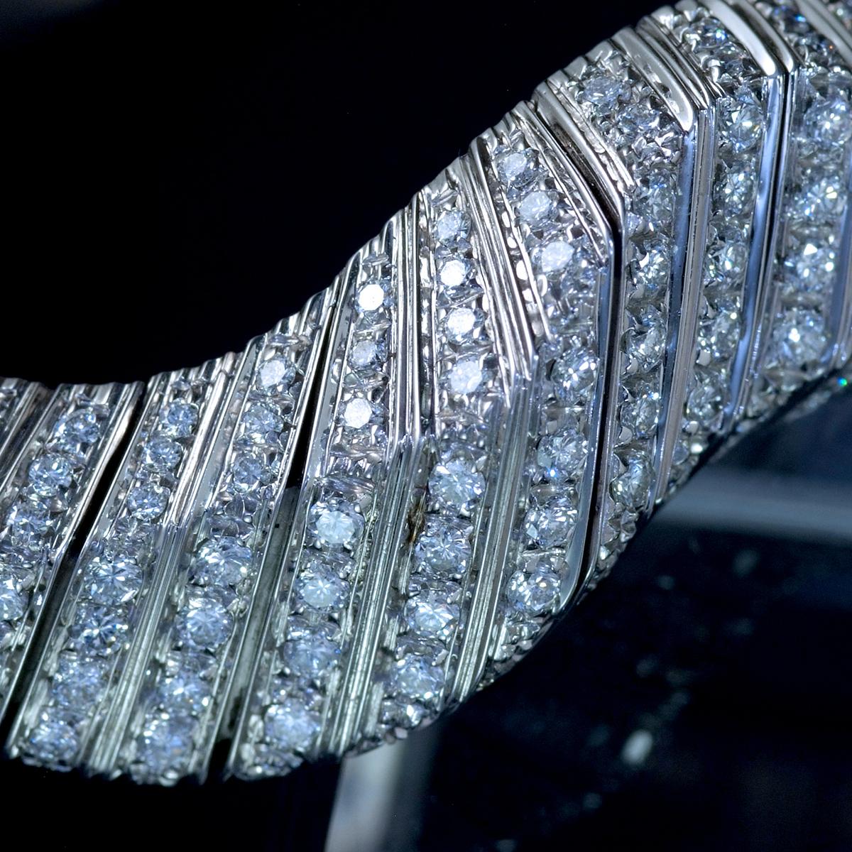 E9797 天然雲上ダイヤモンド7.84ct 最高級18金WG無垢セレブリティビッグバングル 腕周り16.5cm 重量81.94g 幅30.5mm_画像6