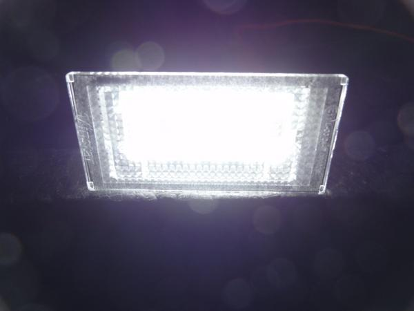 激白光! BMW LED ライセンスランプ  ナンバー灯 E46 318i 320i 325i 後期 2D_画像3