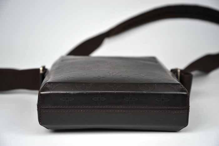 【使用わずか 極美品】ルイヴィトン Louis Vuitton モノグラムグラセ ボビー ショルダーバッグ メンズ レザー 定価約13万 820_画像4
