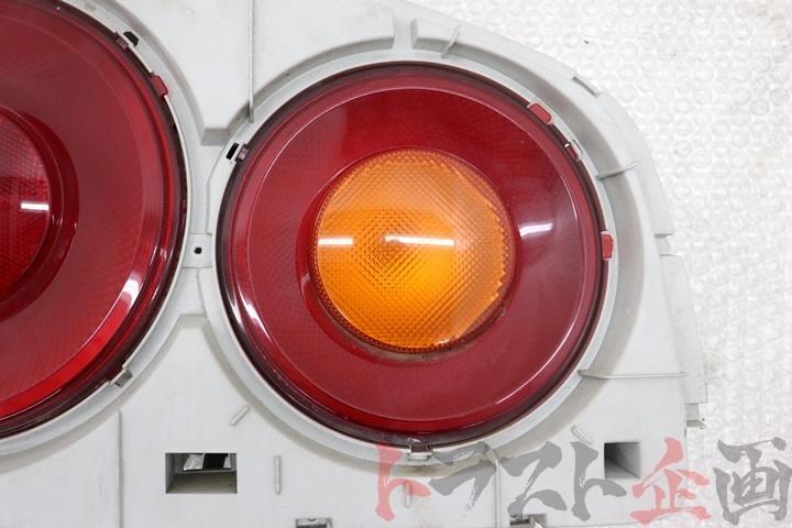 4687120 純正 テール 助手席側 スカイラインGT-R Vスペック BNR34 前期 トラスト企画_画像2