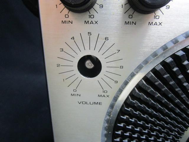 禁煙環境で保管 昭和レトロ 懐かしのBCLラジオ 深夜放送の友 ナショナル クーガ RF-1150 少々難ありも完動品_画像7