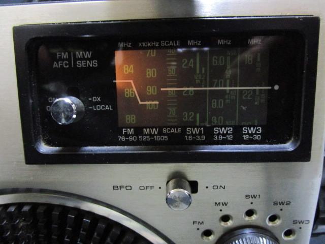 禁煙環境で保管 昭和レトロ 懐かしのBCLラジオ 深夜放送の友 ナショナル クーガ RF-1150 少々難ありも完動品_画像8