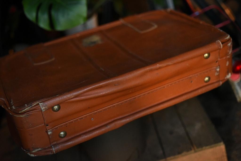 686 ヴィンテージ トランクケース 革鞄 英国製 アンティーク ビンテージ  フランス イギリス レトロ 旅行 トラベルケース_画像4