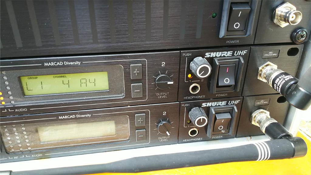 SHURE A帯ワイヤレスマイク  U4D-ABJ A/B帯受信機1台 U1-A24トランスミッター セット 中古品 _画像3