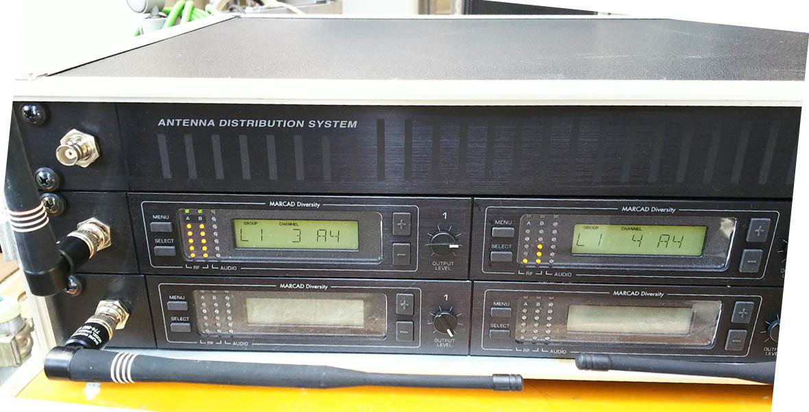 SHURE A帯ワイヤレスマイク  U4D-ABJ A/B帯受信機1台 U1-A24トランスミッター セット 中古品 _画像2
