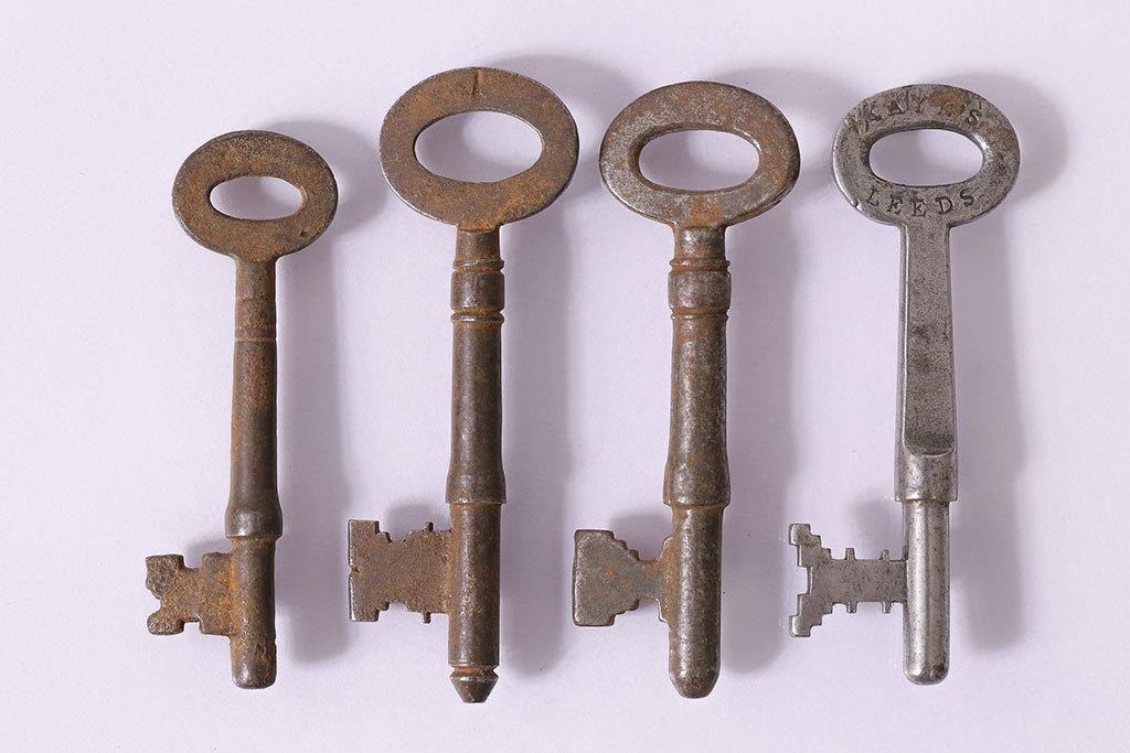 R-046877 アンティーク雑貨 イギリスアンティーク シャビーな質感がお洒落なキー4本セット(鍵、カギ)(R-046877)_画像1