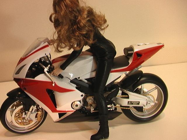 1/6スケール オートバイと美人ライダーの組み合わせ_画像4