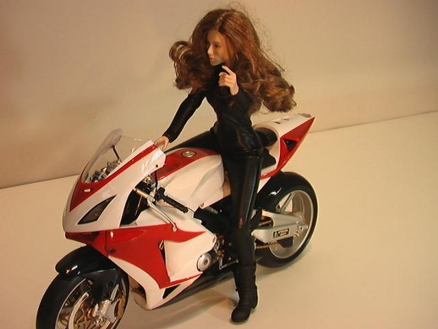1/6スケール オートバイと美人ライダーの組み合わせ