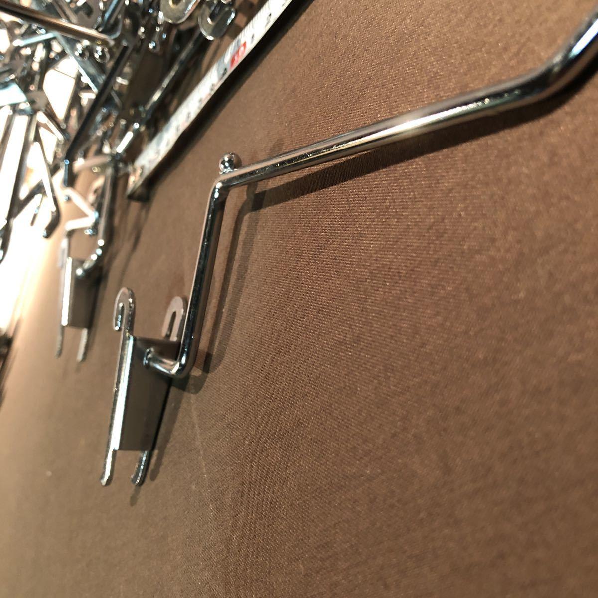 3582  変形 便利! 店舗で使用 ネット什器用フック 50個 ディスプレイ 陳列 展示 アパレル 長さ12cm 追加可能!_画像5
