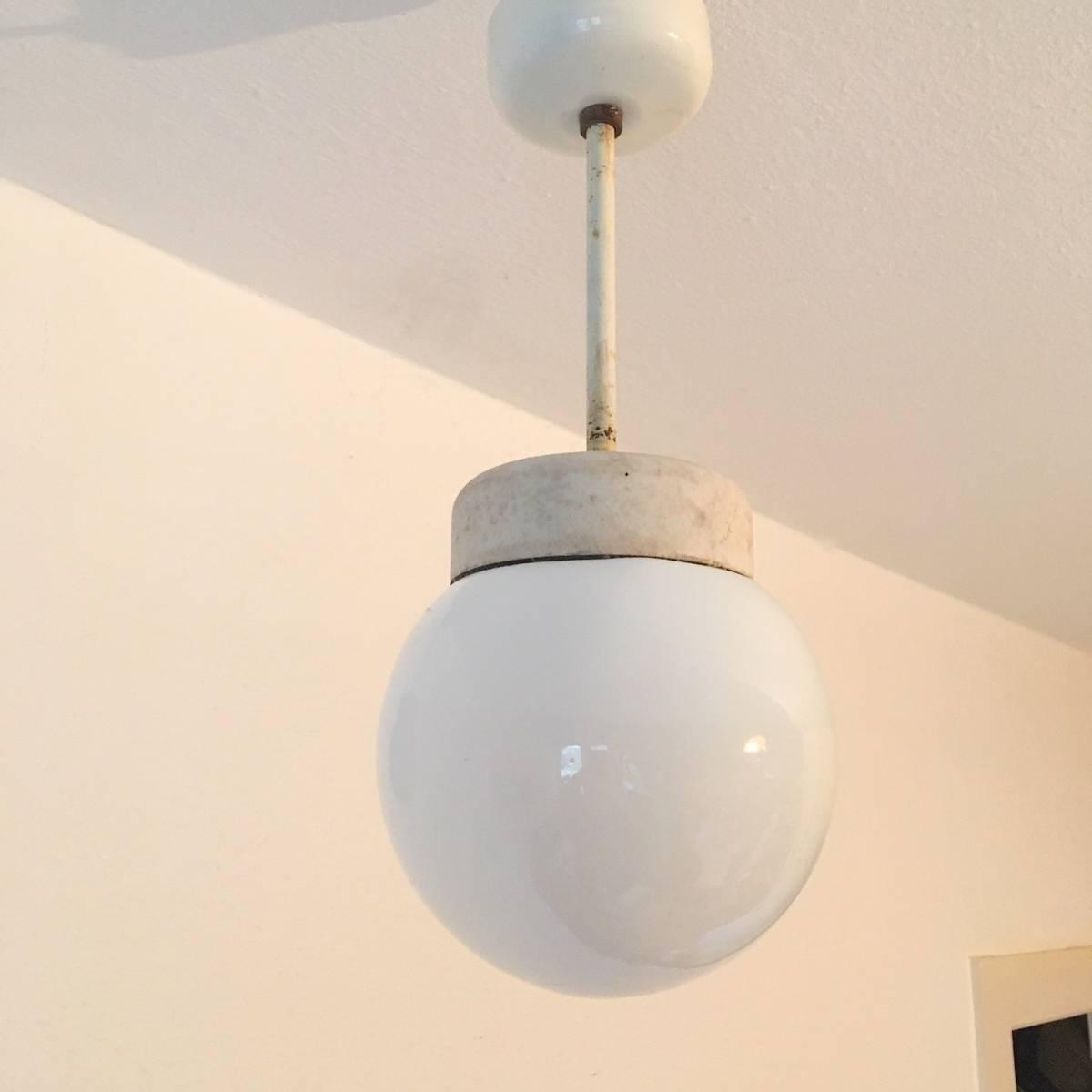 希少 ドイツ ヴィンテージ siemens 陶器 ミルクガラス ランプ 照明 真鍮 バウハウス 工業系 店舗什器 シャビー古道具 小物 家具 北欧 白_画像3