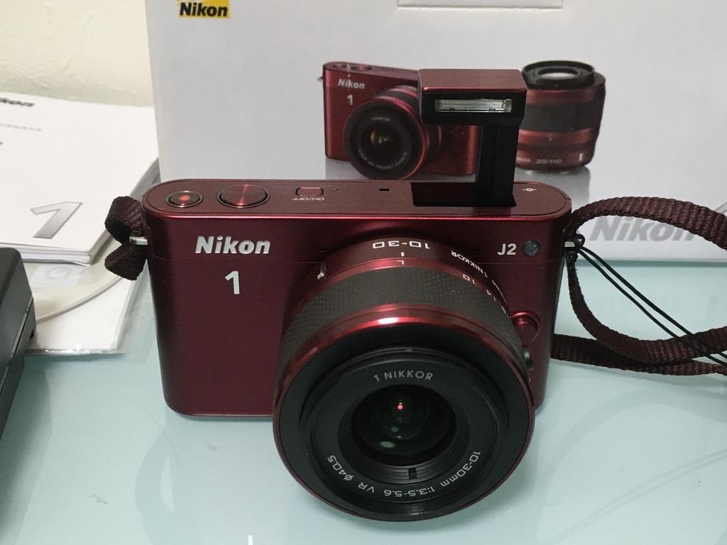 Nikon1 J2 ダブルズームキット(30-110mm F3.8-5.6 VR/10-30mm F3.5-5.6 VR) レッド ミラーレス一眼 SDカード付き 動作良好_画像2