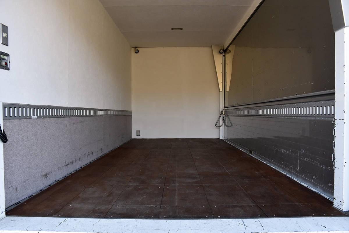 「納車整備サービス付き5.3万kmワンオーナー片側アルミウイングのPG垂直パワーゲートのデュトロアルミバン2tワイドロングマルチゲート」の画像3