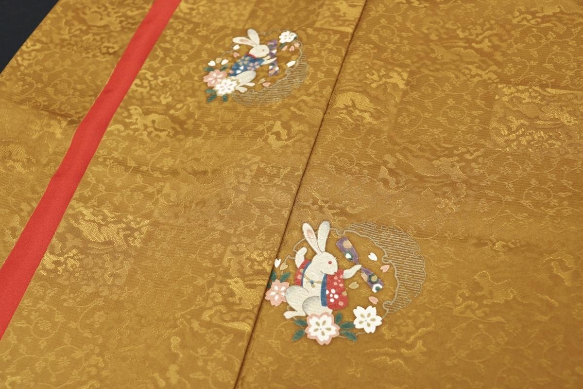 110105★≪白うさぎの飛び柄小紋≫ 正絹 袷 スコッチガード 波兎と唐草の紋意匠縮緬地 裄長ロング丈 168/68㎝_画像5
