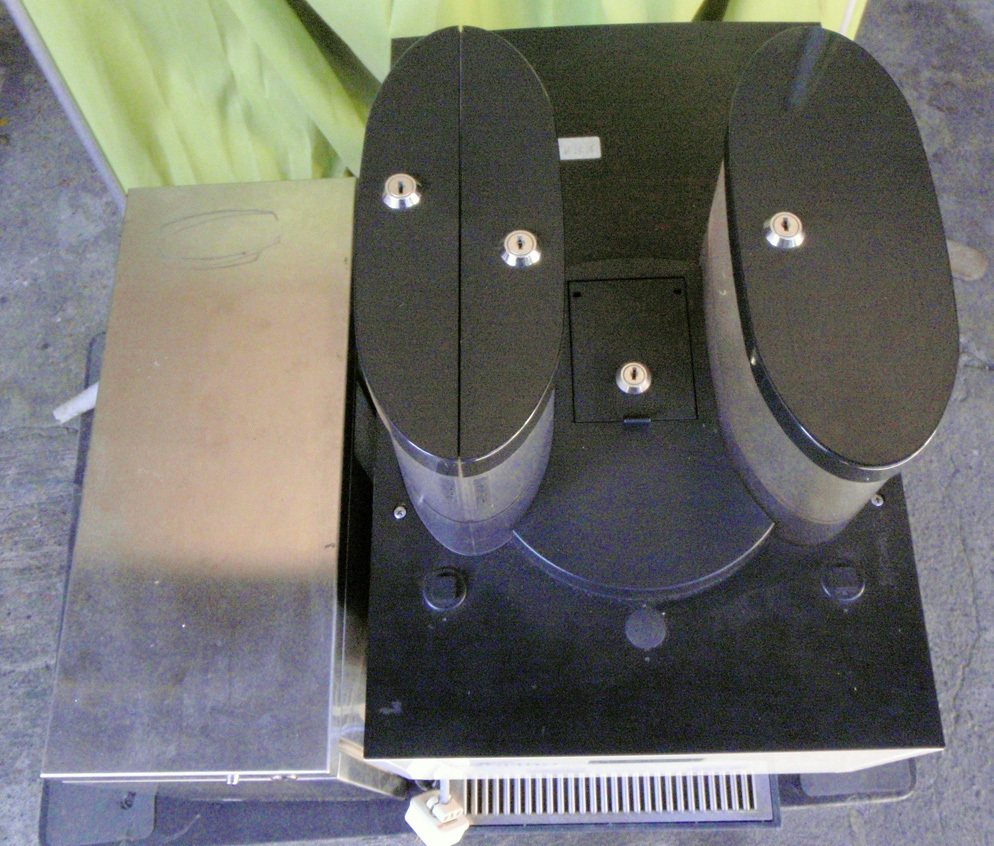 ◆動作確認・簡易清掃済み エスプレッソマシン/コーヒーマシン+ミルククーラー WMF 2000S◆_画像4