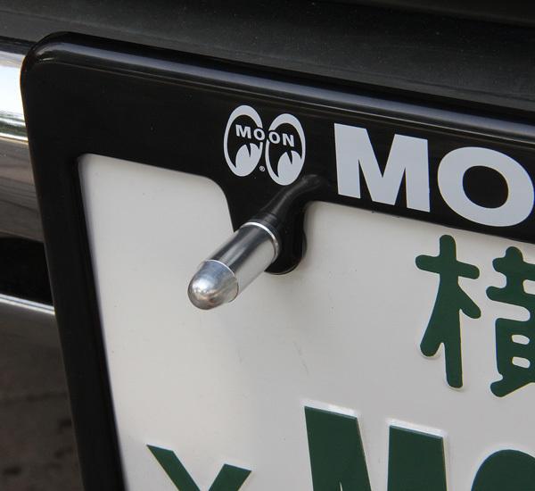 バレット ライセンスボルト 砲弾型 レッド 赤 普通郵便120円発送可 2個セット Bullet License Bolt mooneyes 好きのかたにも ムーンアイズ_色違いですが使用イメージです。