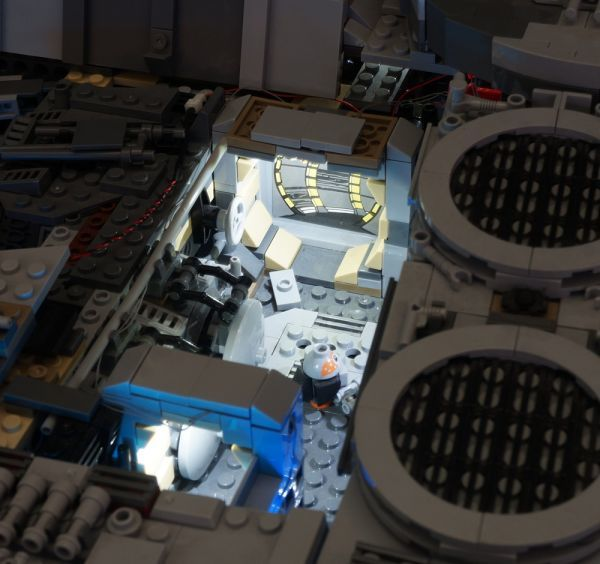 LEGO レゴ MOC スター・ウォーズ 75192 互換 スター・ウォーズ ミレニアム・ファルコン LEDライト 照明 キット カスタム パーツ DL131_画像5