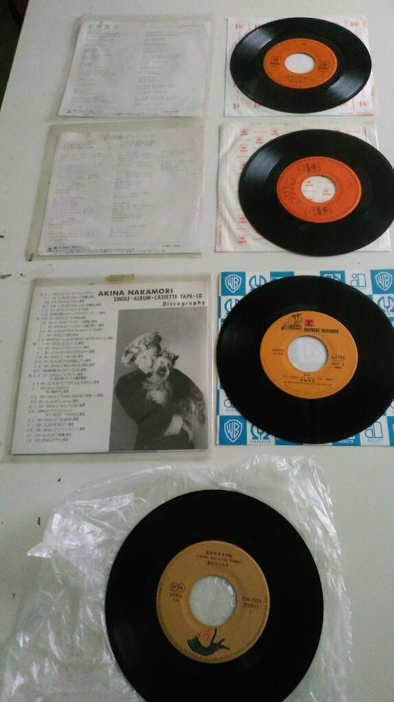 中古品です。EPレコード、1:薬師丸ひろ子 セーラー服と機関銃、2:中森明菜 Fin、3:松田聖子 天国のキッス、4:Rock'n Rouge_画像2