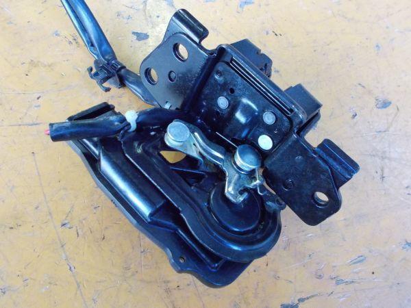 トヨタ プリウス Sツーリングセレクション G's ZVW30 - リアドアハッチ ロック アクチュエーター - 465-082-A_画像2